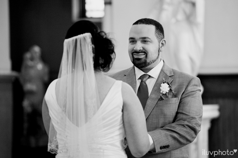 084_iluvphoto_chicago_candid_wedding_photographer_