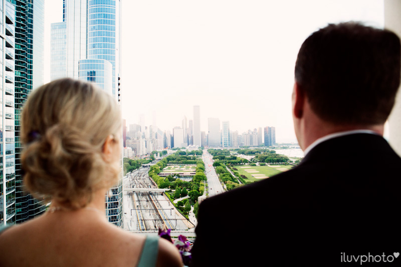 107_iluvphoto_chicago_candid_wedding_photographer_