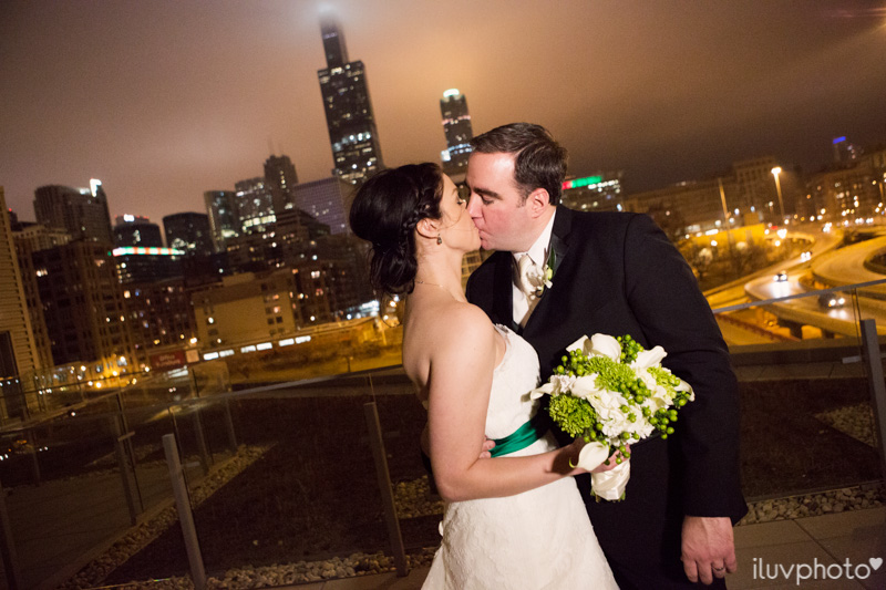 112_iluvphoto_chicago_candid_wedding_photographer_
