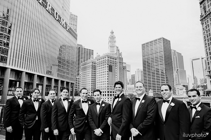 11_Chicago_downtown_wedding_city_River_walk_Renaissance_hotel