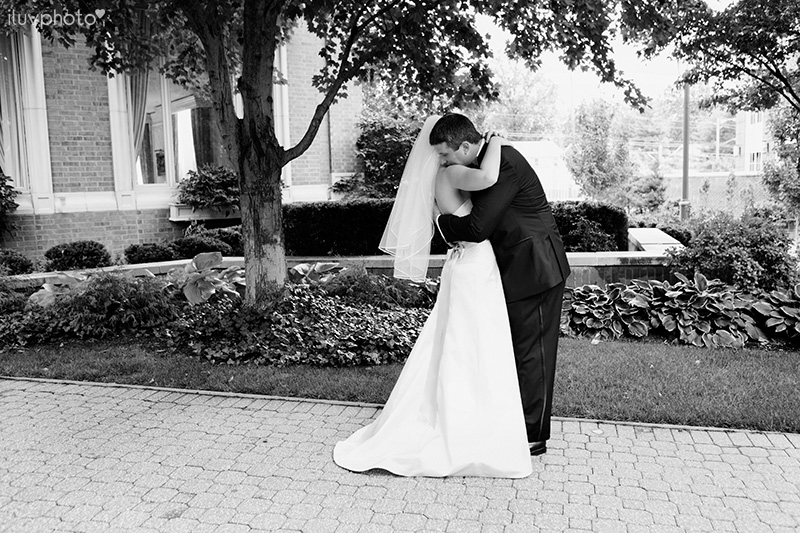 12_iluvphoto_wedding_photography_contemporary_art_museum_St_Louis_ceremony_reception_portraits