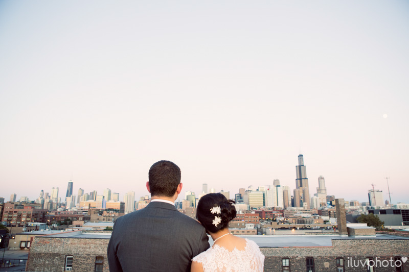 141_iluvphoto_chicago_candid_wedding_photographer_