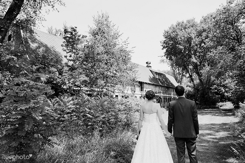 14_iluvphoto_blue_dress_barn_outdoor_ceremony_benton_harbor_barn_wedding