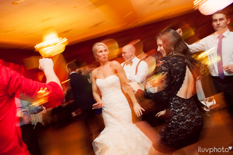 151_iluvphoto_chicago_candid_wedding_photographer_