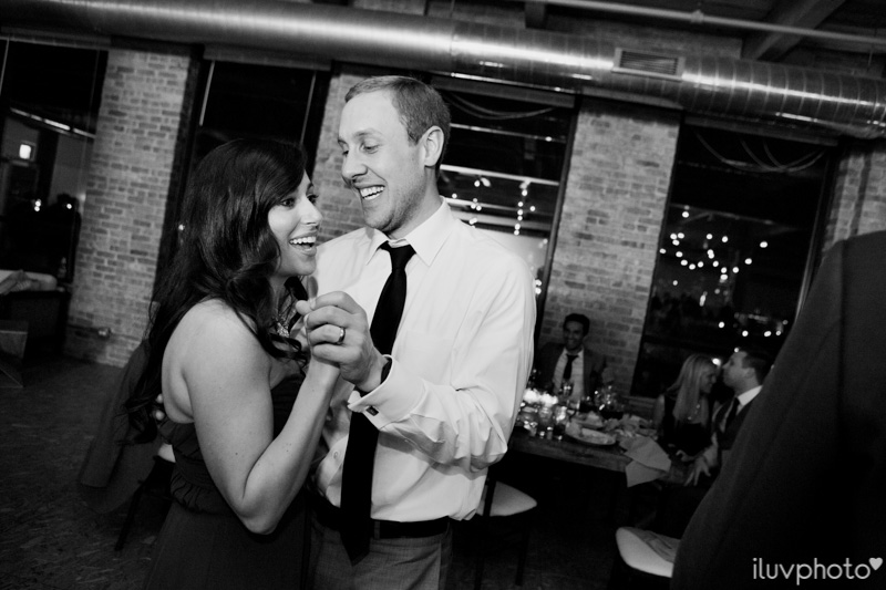 157_iluvphoto_chicago_candid_wedding_photographer_