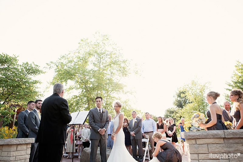 16-iluvphoto-Independence Grove-wedding-photography-outdoor-ceremony-chicago