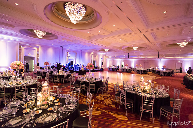 20_Chicago_downtown_wedding_city_River_walk_Renaissance_hotel