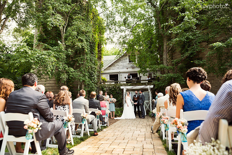 20_iluvphoto_blue_dress_barn_outdoor_ceremony_benton_harbor_barn_wedding