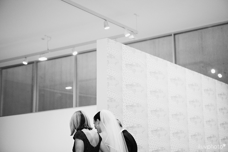 21_iluvphoto_wedding_photography_contemporary_art_museum_St_Louis_ceremony_reception_portraits