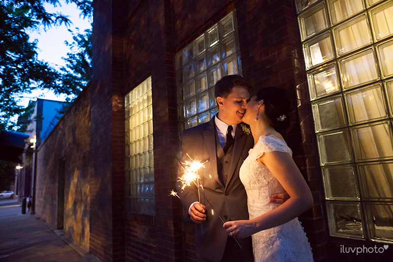 32_iluvphoto_chicago_fourth_of_july_wedding_prairie_productions_city