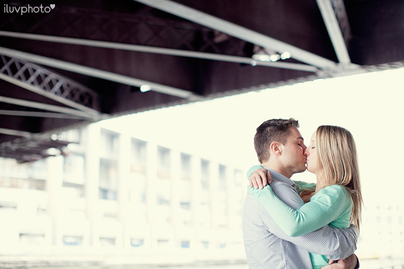 iluvphoto_ilovephoto_Chicago_riverwalk_downtown_engagement_session_08