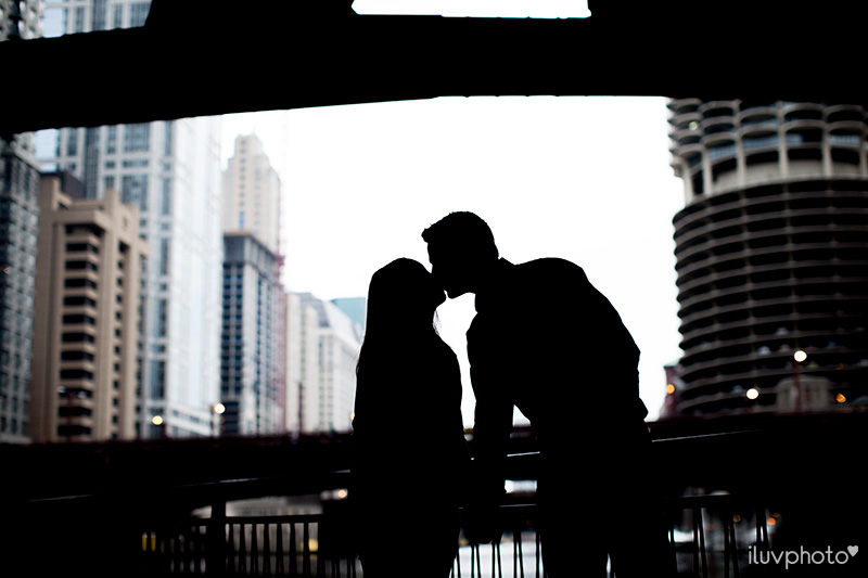 iluvphoto_ilovephoto_Chicago_riverwalk_downtown_engagement_session_09