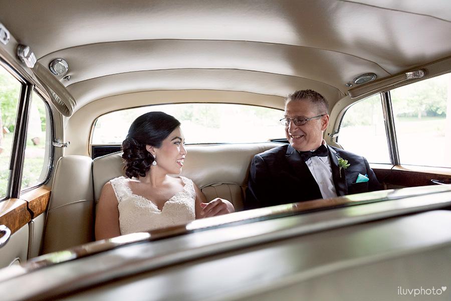 06_Brookfield_Zoo_wedding_Chicago_iluvphoto_photographer_candid_natural.jpg