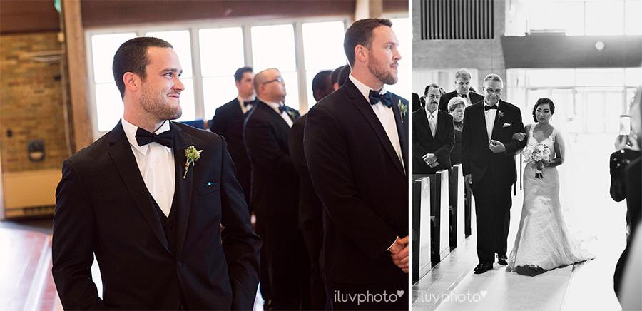 08_Brookfield_Zoo_wedding_Chicago_iluvphoto_photographer_candid_natural.jpg