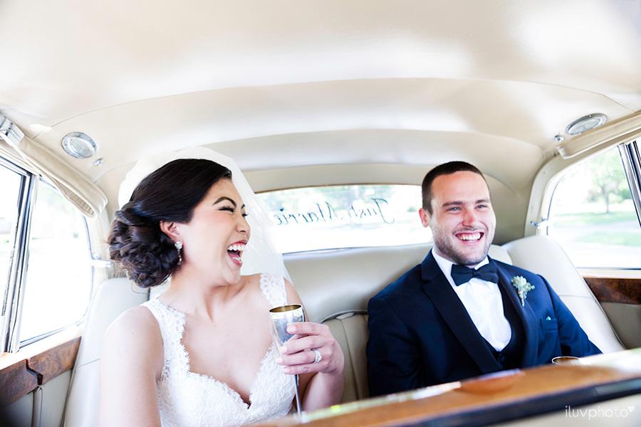 16_Brookfield_Zoo_wedding_Chicago_iluvphoto_photographer_candid_natural.jpg