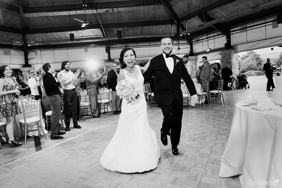 31_Brookfield_Zoo_wedding_Chicago_iluvphoto_photographer_candid_natural.jpg