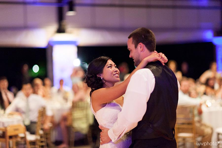 32_Brookfield_Zoo_wedding_Chicago_iluvphoto_photographer_candid_natural.jpg