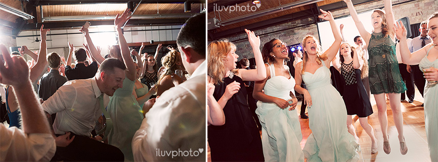 35_Brookfield_Zoo_wedding_Chicago_iluvphoto_photographer_candid_natural.jpg