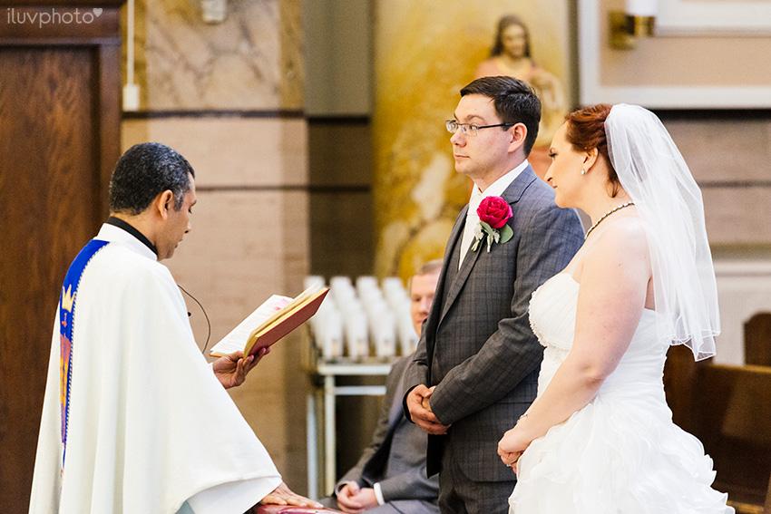 12_iluvphoto_chicago_wedding_downtown_Holy_Innocents_Church.jpg