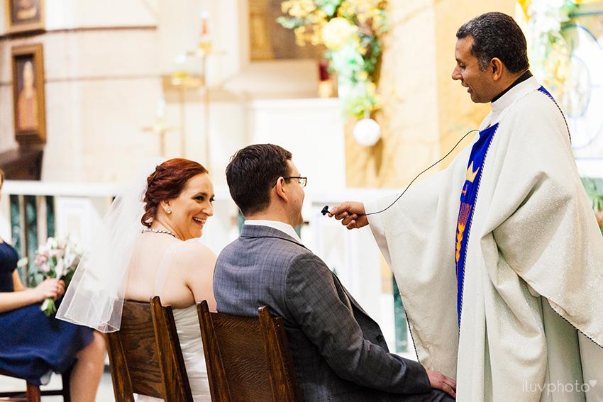 11_iluvphoto_chicago_wedding_downtown_Holy_Innocents_Church.jpg