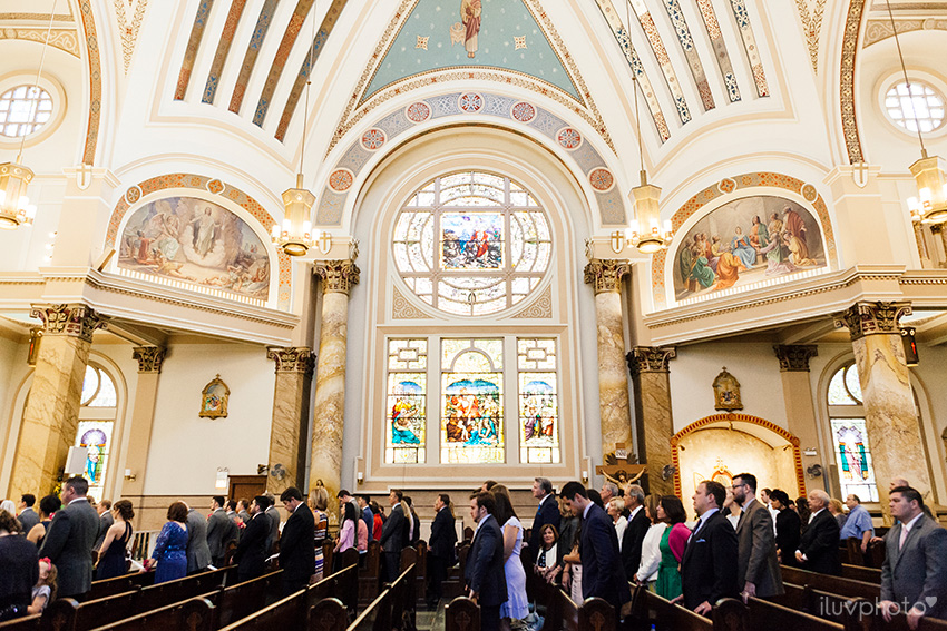 18_iluvphoto_chicago_wedding_downtown_Holy_Innocents_Church.jpg