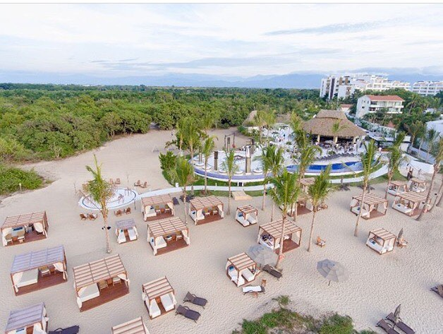We absolutely LOVED our stay here at the @marivalresidences in Riviera Nayarit, Mexico. This is their new Mozzamare Beach section that is gorgeous ♥️ #Mexico #takemeback #bestculinaryexperience #amazingfood #marivalluxuryresidences #travelagent #rooftoprestaurant