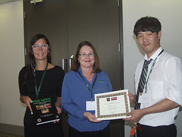 Sang In Lee (right) receives the George's Other and Miscellaneous Poster Award. With him are (from left) Patricia Osborn of Elsevier and Brenda Metcalf of George's.