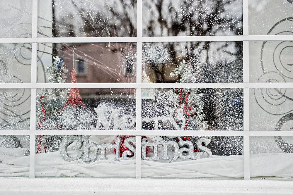 Christmas_SnowyWindow_0004_V2.jpg