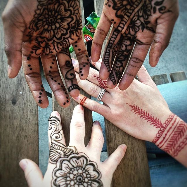 Bringing cultures and art together in Clarkston. Henna made by @jsdarnell #henna #art #refugecoffeeco #refugelivecontest #refugeesewingsociety
