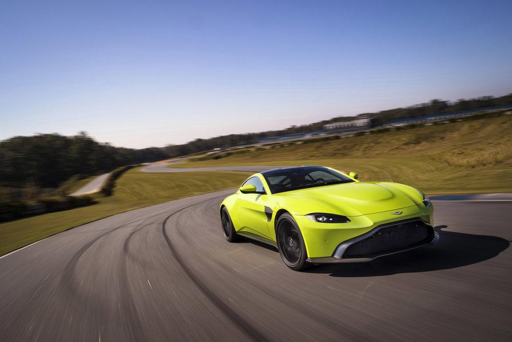 Aston Martin Vantage_Lime Essence_02.jpg