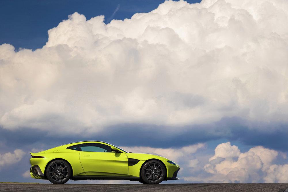 Aston Martin Vantage_Lime Essence_07.jpg
