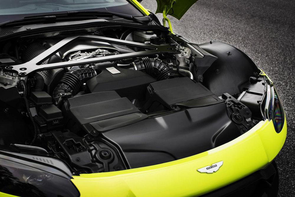 Aston Martin Vantage_Lime Essence_23.jpg
