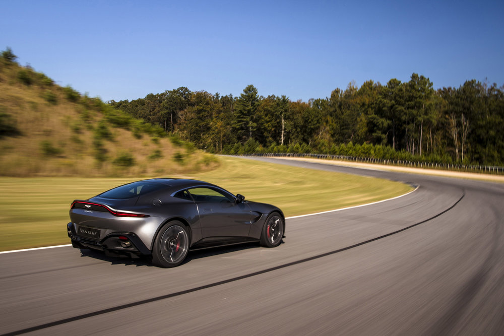 Aston Martin Vantage_Tungsten Silver_07.jpg