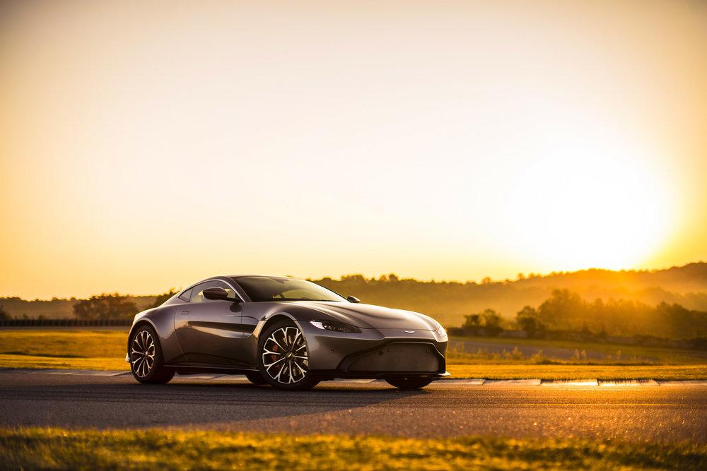 Aston Martin Vantage_Tungsten Silver_08.jpg