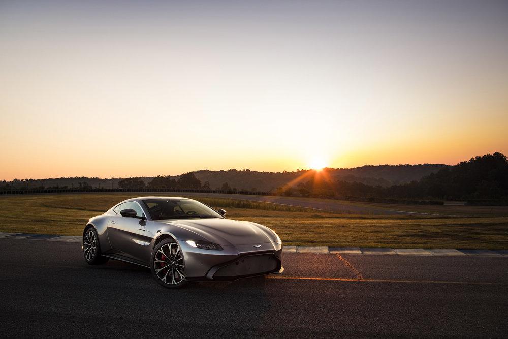 Aston Martin Vantage_Tungsten Silver_09.jpg