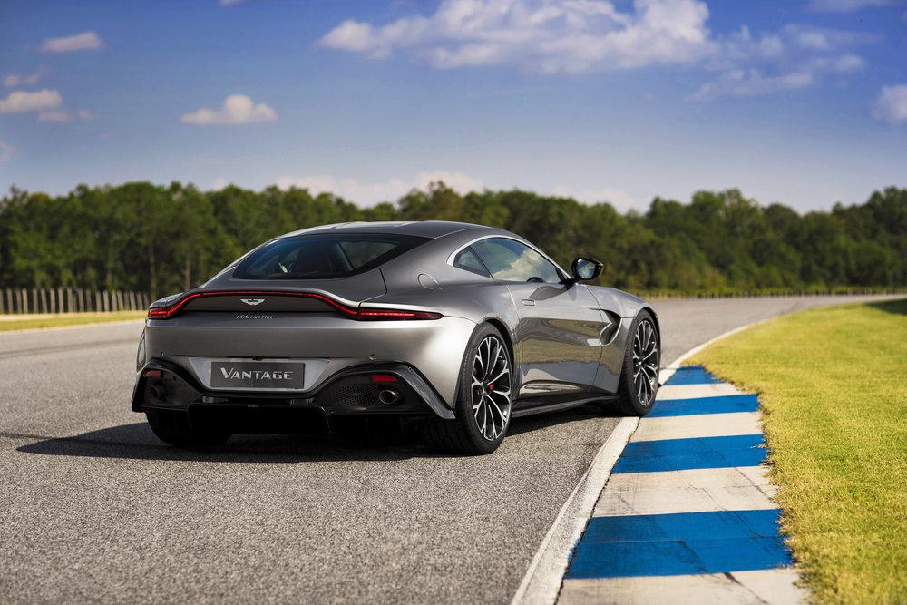 Aston Martin Vantage_Tungsten Silver_10.jpg