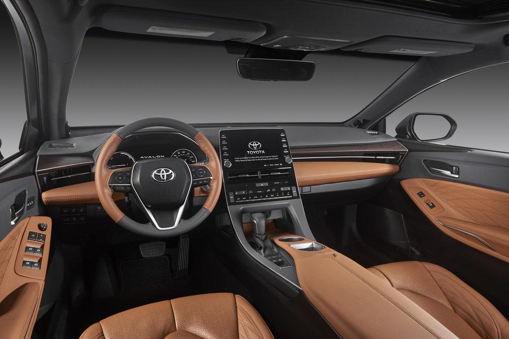 2019_Toyota_Avalon_Limited_Hybrid_interior_12_C6DA0D08E76559B81CF92978E5DE294C14521D26.jpg