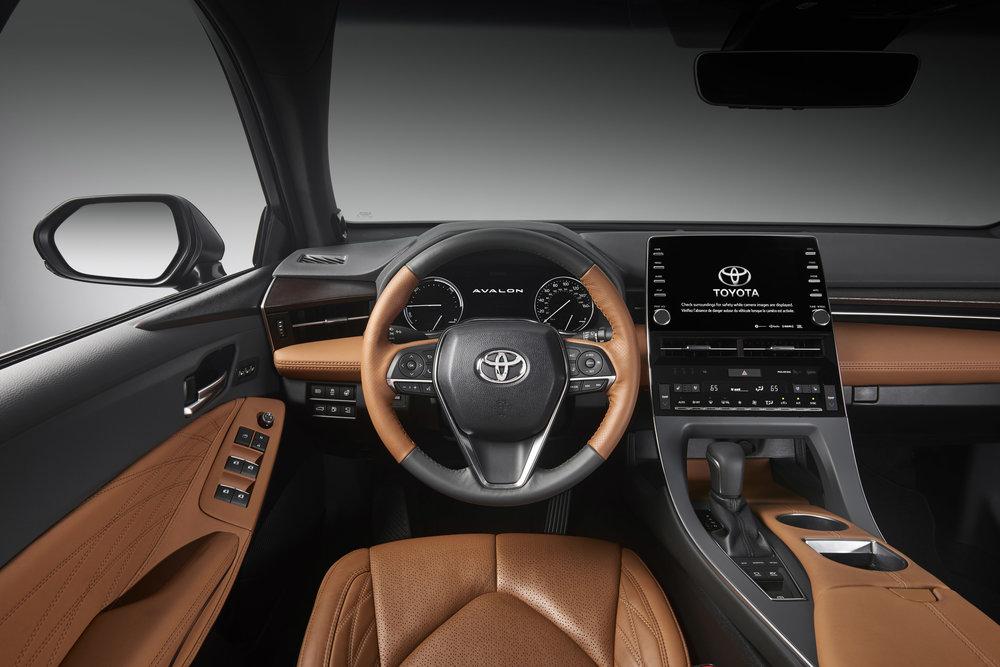 2019_Toyota_Avalon_Limited_Hybrid_interior_13_2D8237421B46C62848D9C010CB2CF1AEA735782A.jpg