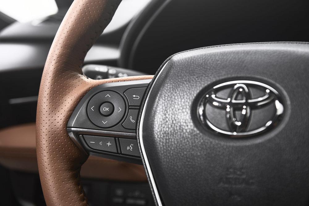 2019_Toyota_Avalon_Limited_Hybrid_interior_19_553B0C207712346DD6A7AC3870500C1B4F7CE6CA.jpg