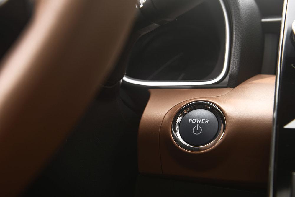 2019_Toyota_Avalon_Limited_Hybrid_interior_18_5CAB8A09B5C83DD48DC25FFCB3632F7C159CF09D.jpg