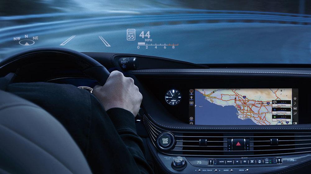 Lexus-LS-technology-HUD-overlay-1204x677-LEX-LSH-MY18-0026-01.jpg