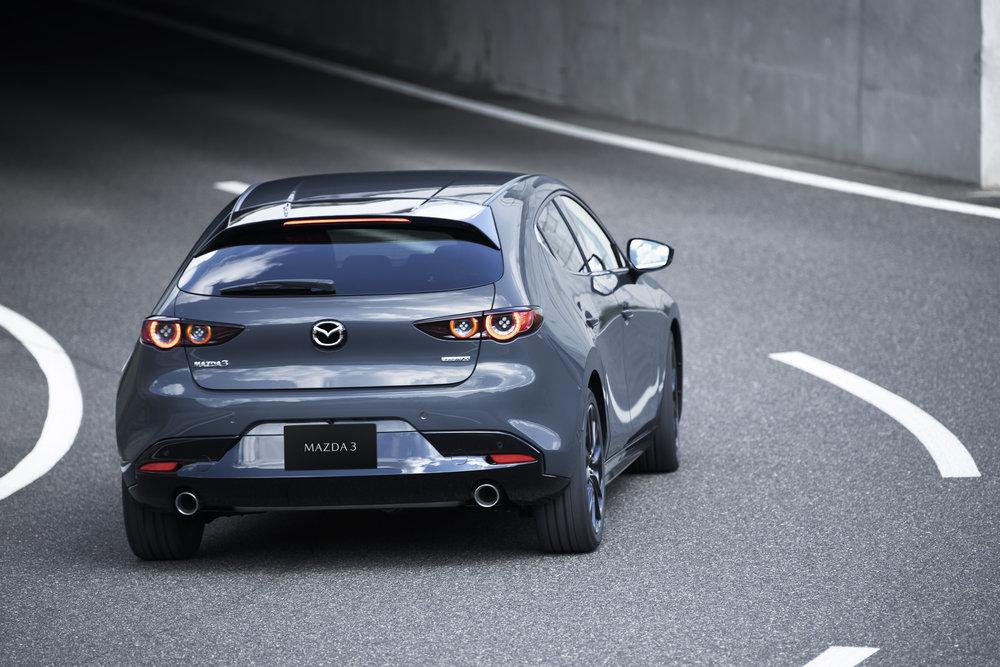 11_Mazda3_5HB_EXT_Polymetal-Gray-Metallic_11.jpg