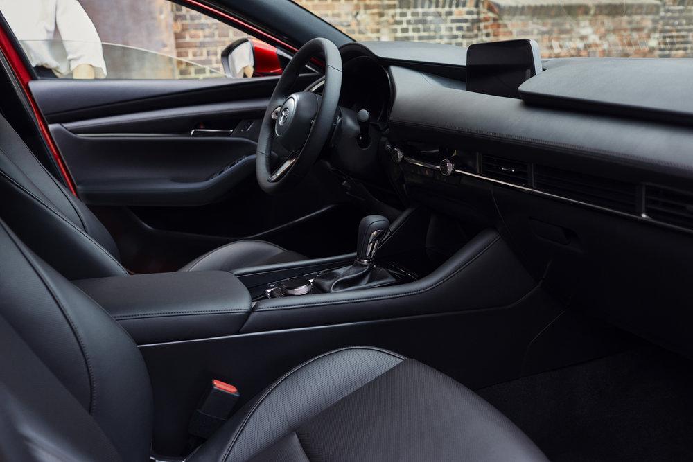 13_Mazda3_5HB_INT_1.jpg