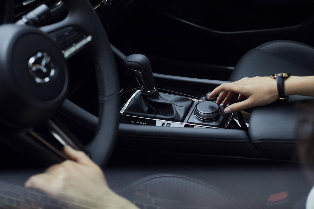 14_Mazda3_5HB_INT_2.jpg