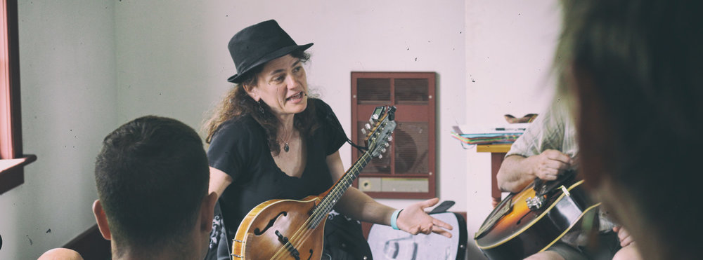 Tara Lindhardt's mandolin workshop...