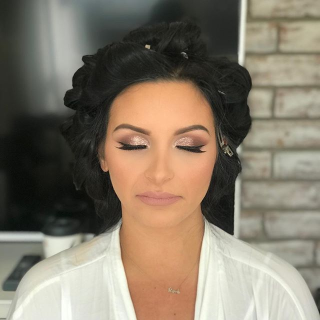 My beautiful @amanzzzza ❤️ I feel like I've been glamming you for over 4 years. Thank you for bringing me along your beautiful life to wifey! Love ya!  #nolamua#neworleansmua#neworleansmakeupartists#neworleansmakeupartist