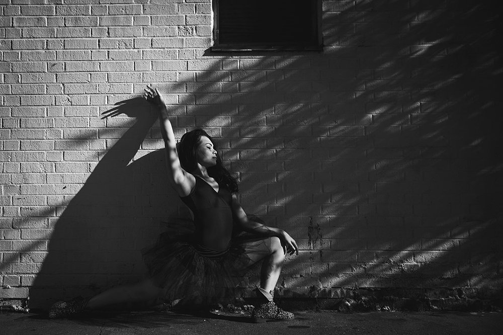 Photography-inspiration-ballerina-in-shadows-by-Atlanta-photographer-Chanel-French