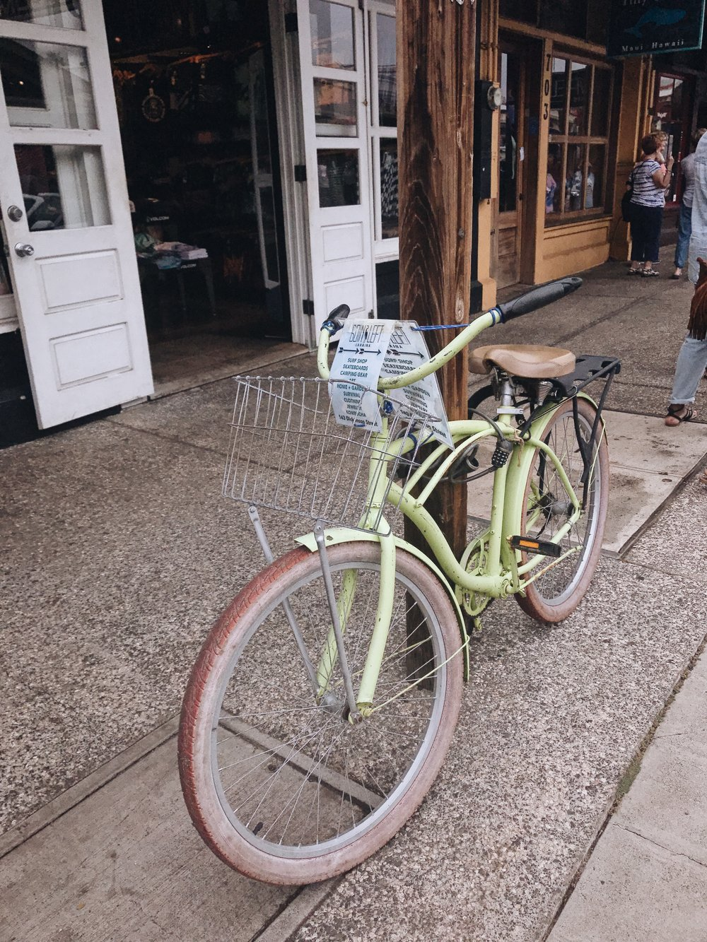 Hawaii-trip-green-bike-by-Atlanta-photographer-Chanel-French-21