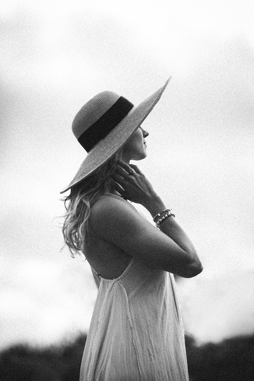 Black-and-white-portrait-of-woman-in-sunhat-Click-away-conference-Dana-Point-by-Atlanta-photographer-Chanel-French