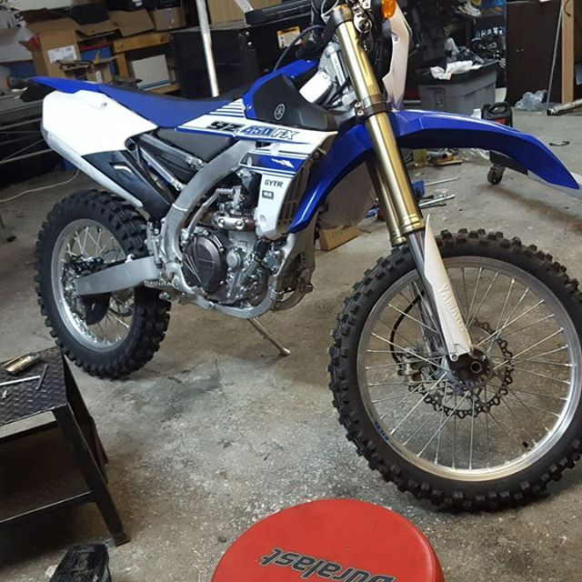 Good morning! Its tike for some riding dont you think!? Desert speed, a bonfire and sone music...yes please. Maintenance first, have ti check everything after break in. #apebuilt #likeanape #desert #racing #speed #bonfire #camping #beer #booze #oilchange #checkup #service #yamaha #moto #yz #yz450fx